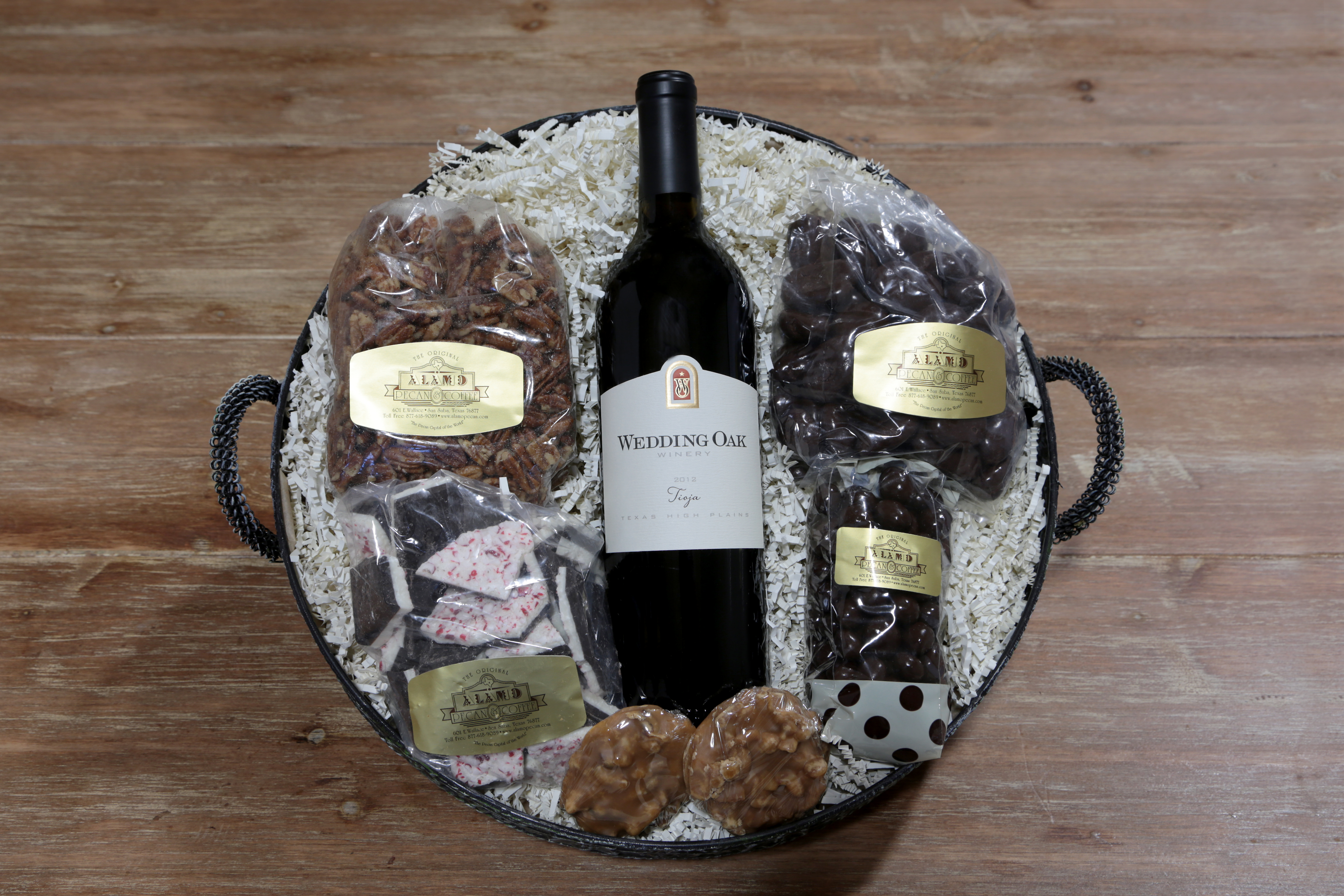 One-Bottle Wine and Pecan Specialty Gift Basket