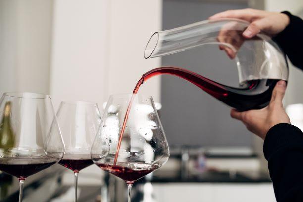 la reserve - decanting wine - small